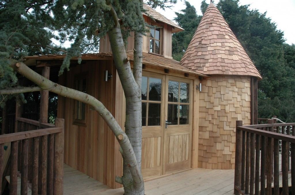 Tiny houses and tree house villages eco houses and for Small houses that look like castles